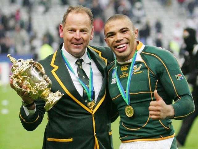 Jake White (l) with Bryan Habana and the 2007 World Cup trophy