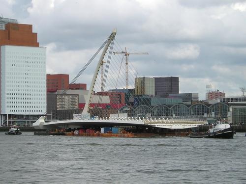Rotterdam - New bridge 'sets sail'