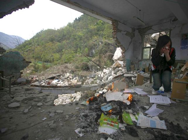 Beichuan - Survivor mourns clasmates at ruined school