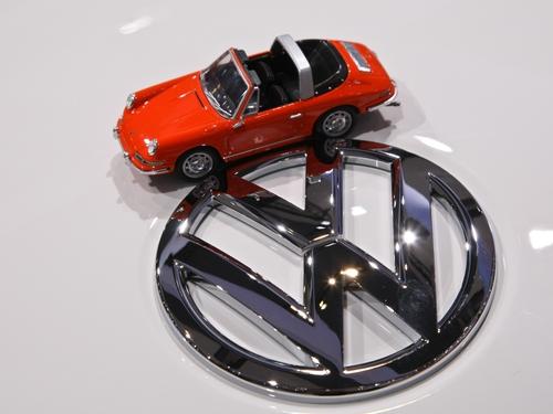 Porsche-VW - Porsche faces €9 billion debt