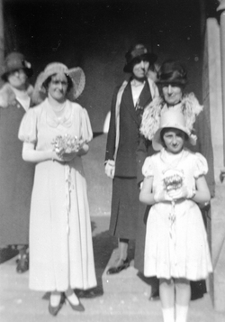 Jean Walker (niece of Letitia) and family at Letitia's wedding