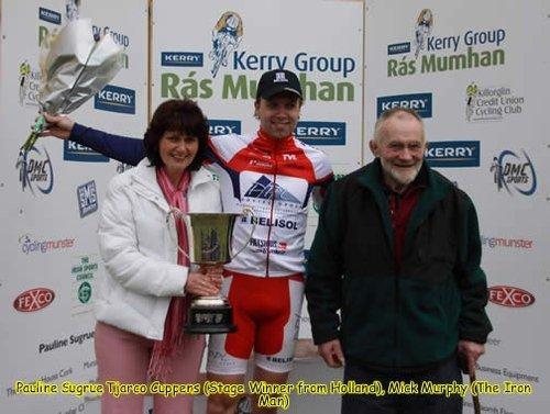 Mick Murphy (far right) with the first stage winner at the Rás Mumhan 2009
