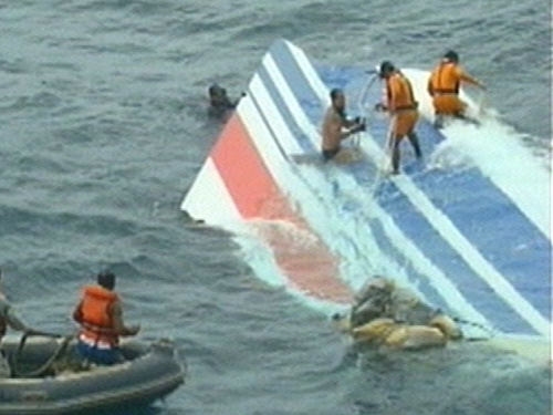 Atlantic - Tail-fin of aircraft recovered