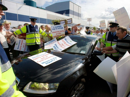 Ballineen - Minister got hostile reception