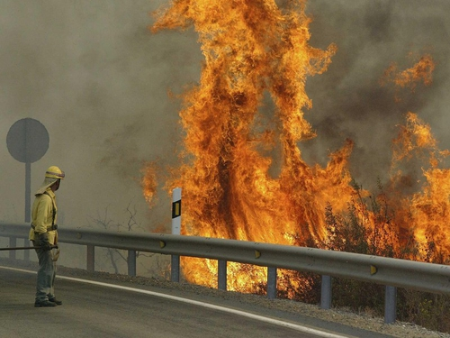 Spain - Hundreds of homes evacuated