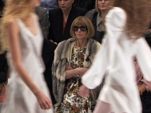 Anna Wintour - Her trademark bob and shades fashion show look