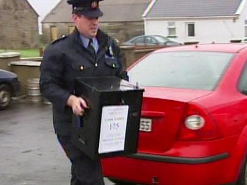 Arranmore - Garda carries ballot box