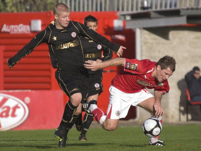 Sligo Rovers midfielder Richie Ryan tussles with Cliftonville's Kieran O'Connor  - © Michael Melly