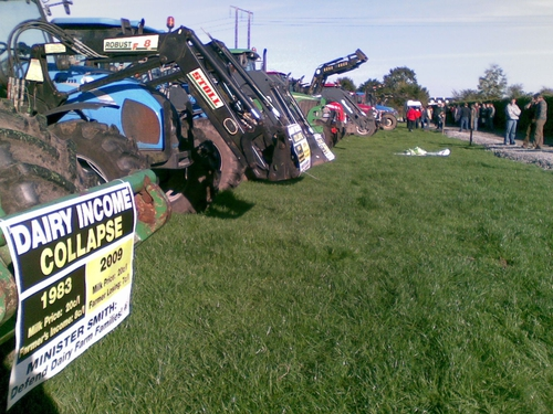 Farmers - 'Tractorcade' through 29 towns