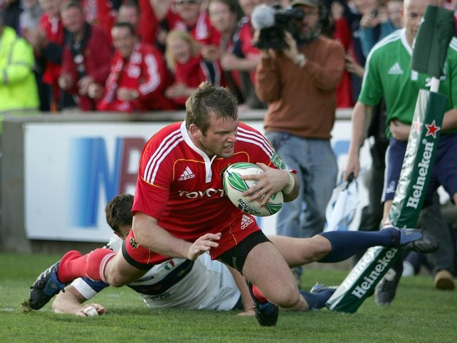 Denis Fogarty crosses the line for one of Munster's seven tries