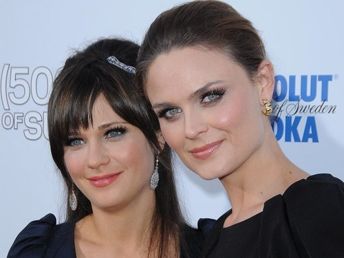 Zooey (l) and Emily Deschanel (r) - First time on screen together