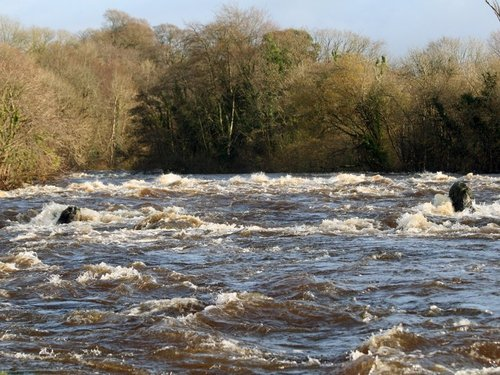 Limerick - ESB releases water at Parteen Weir