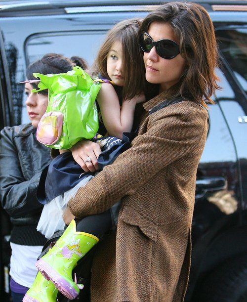 Holmes defends her decision to dress Suri in heels