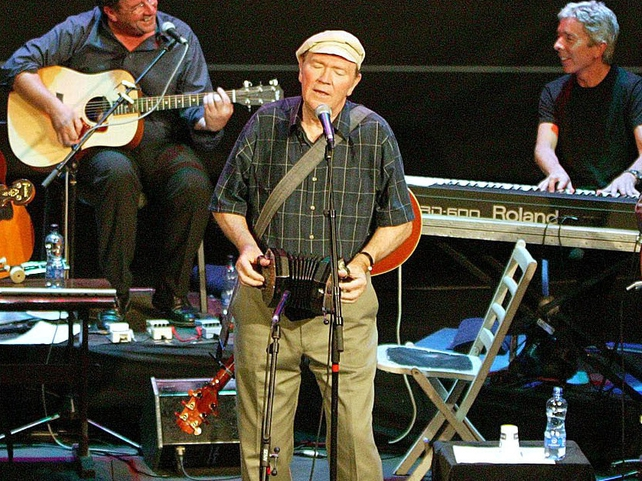 Liam Clancy - Performed solo in later years
