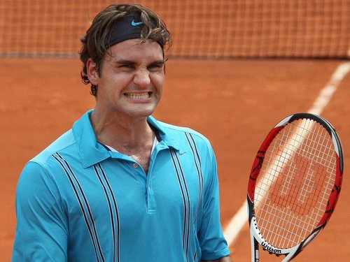 Roger Federer breezed past his compatriot Stanislas Wawrinka in Paris