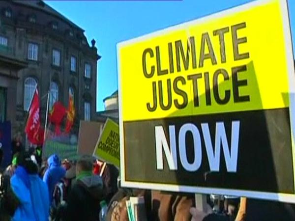 Copenhagen - Protestors want a new deal on climate change