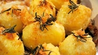 Roasted Garlic Potatoes - A tasty side dish for any meal.