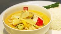 Thai Yellow Chicken Curry - Dr Eva Orsmond serves up a healthy chicken curry.