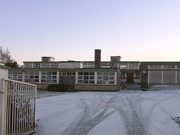 Schools - Weather forces hundreds to remain closed