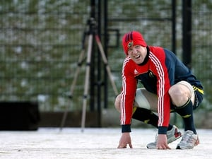 Munster captain Paul O'Connell trains in the snow