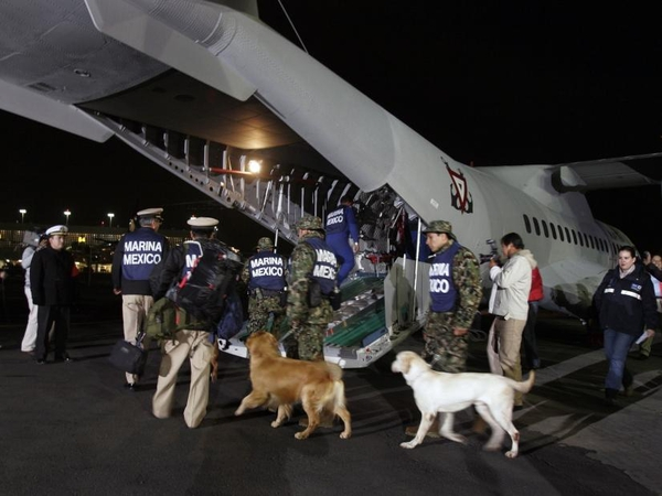 Airport - Aid arriving
