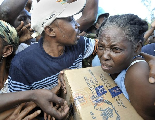 Haiti - Distribution of aid is starting to rech victims