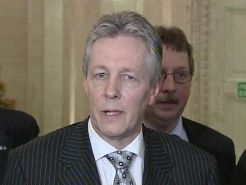 Peter Robinson - DUP to meet British government tonight