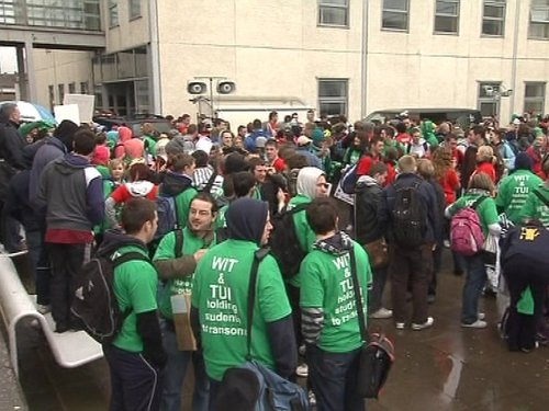 Waterford - Students protest at dispute between lecturers and college