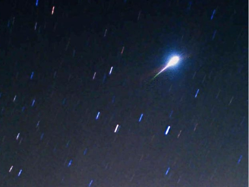 Japan 1998 - Meteor seen in the skies