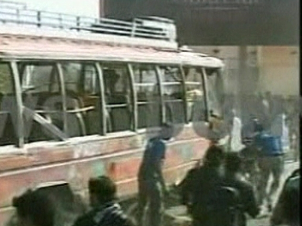 Pakistan - Bus targeted in attack