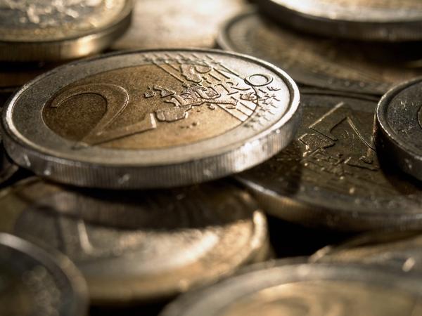 Euro - Under pressure
