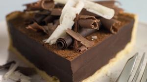 Chocolate Caramel Love Pie: Louise Lennox.