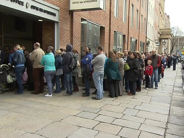 Passport Office - Hundreds queue outside offices in Dublin