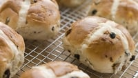 Hot Cross Buns - A tasty treat for Easter!