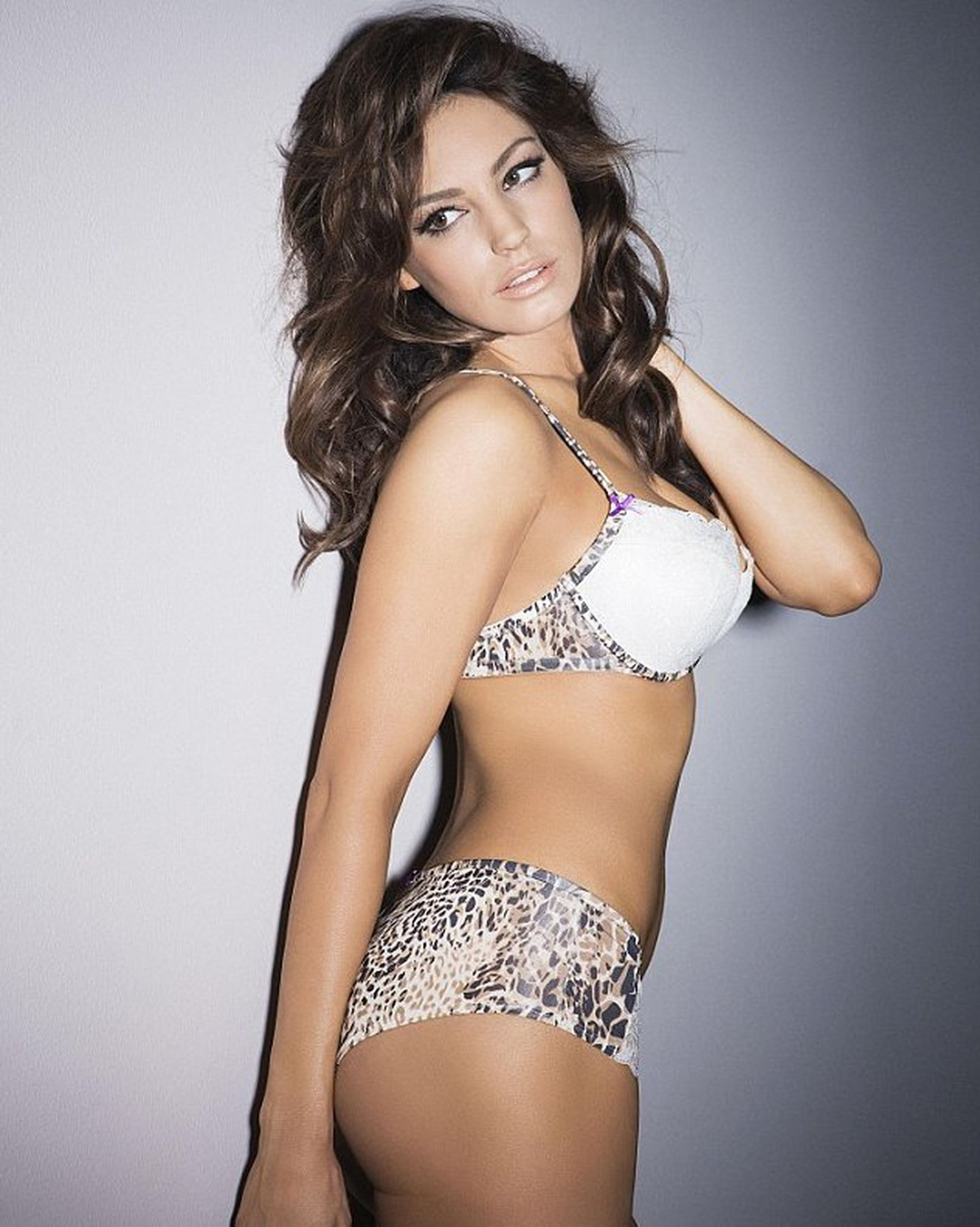 39b9e26879 Kelly Brook models for Ultimo