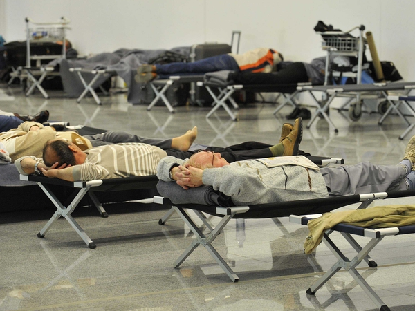 Brussels - Passengers make alternative sleeping arrangements