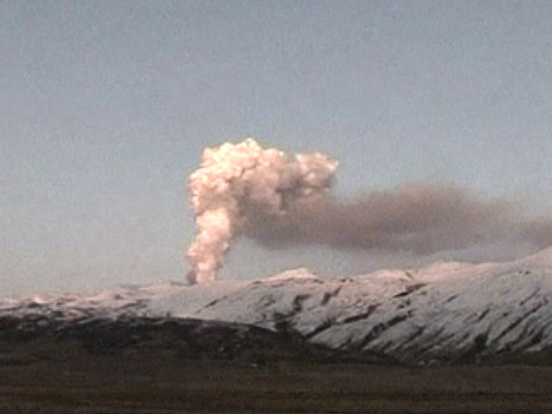 Eyjafjallajökull - Dangerous emissions continue