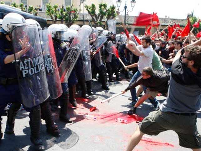 Athens - Protestors clash with police