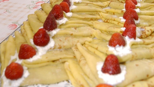 Crêpes Suzette with Strawberries and Cream