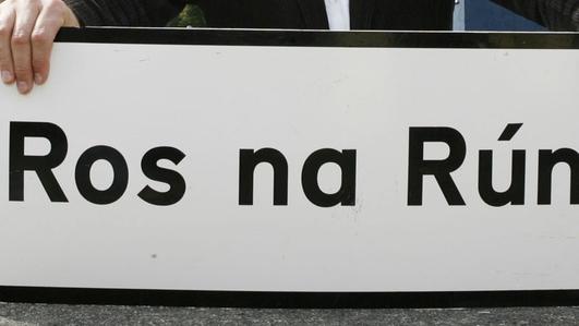 Marie Ní Ghríofa, ó Eo Teilifís agus Seán Ó hÉanaigh.