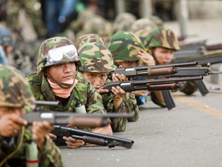 Bangkok - Seven dead as army moved on Red Shirt camp
