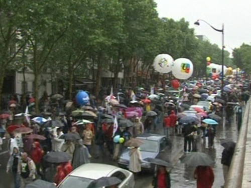 French protest at pension age - Over 800,000 turn out
