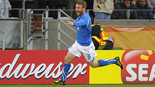Daniele de Rossi expects to play in defence against Spain
