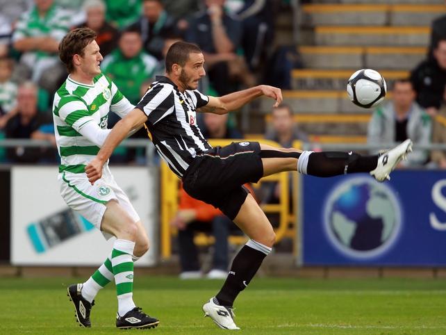 Gary Twigg & Leonardo Bonucci battle for possession at Tallaght Stadium