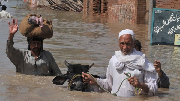 Pakistan - Thousands are escaping rising flood waters