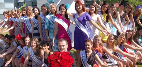 Dáithí pictured with this year's Roses