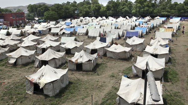 Pakistan - Camps have been set up to help the homeless