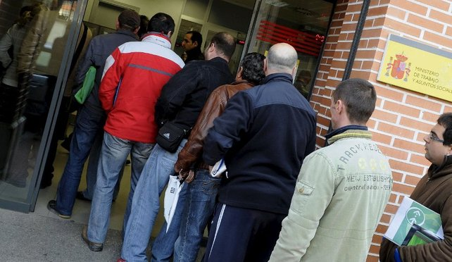 Spain's jobless figures surged by 132,055 in January to 4.98 million
