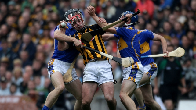 Eoin Larkin is harried by the Tipperary defence