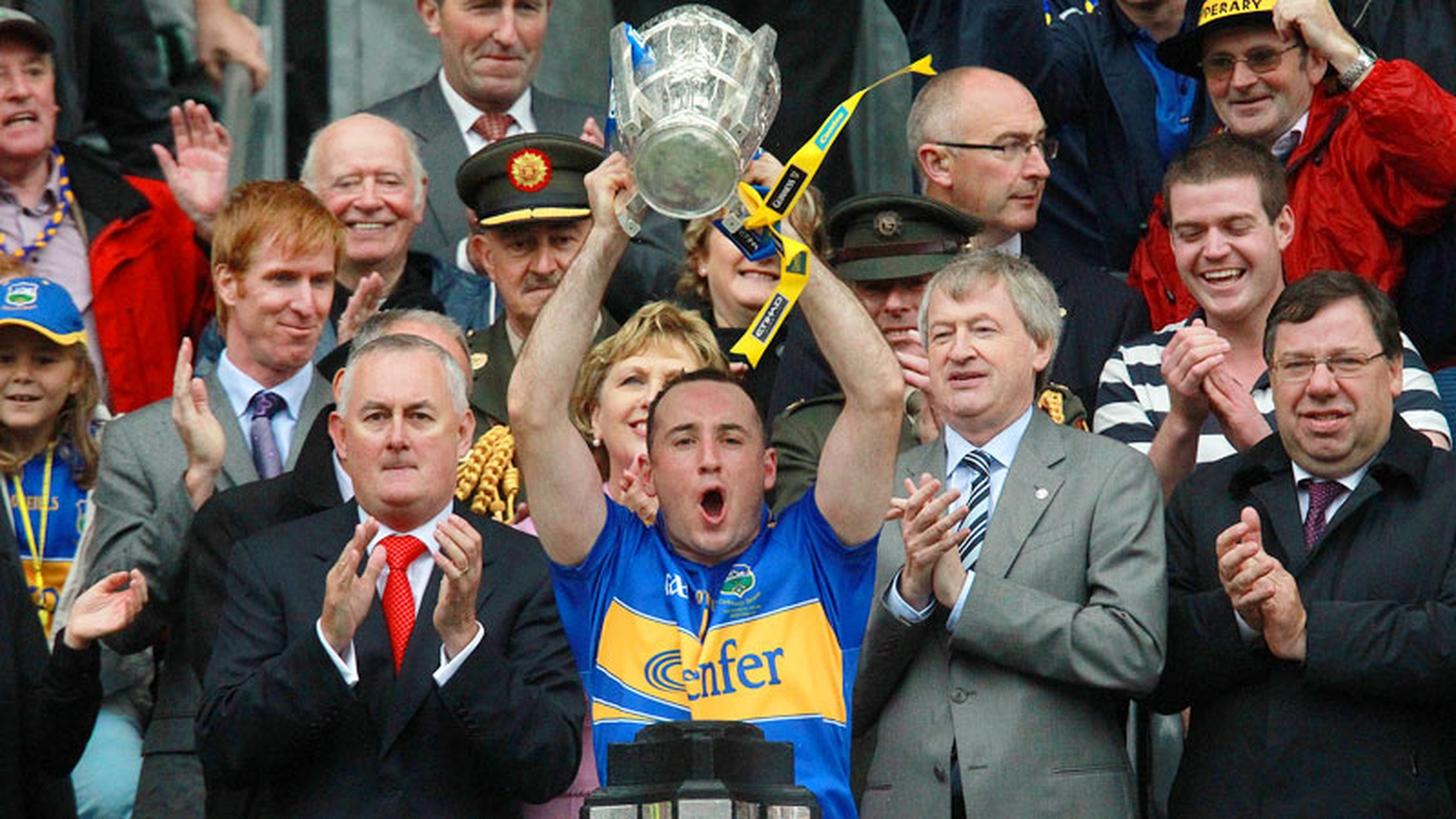 Image - Eoin Kelly lifts the Liam MacCarthy Cup in 2010